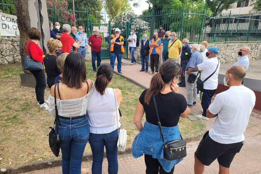 Un\u00A0momento della manifestazione pacifica di protesta a Li Punti (L'Unione Sarda - Tellini)