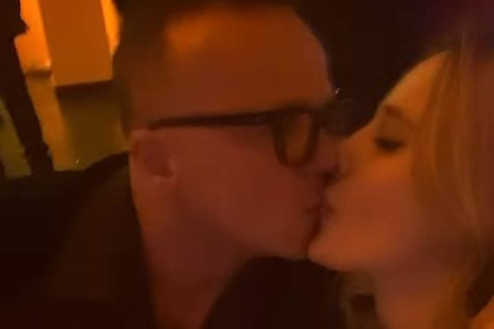 Primo bacio social per Gigi D'Alessio e la compagna Denise Esposito