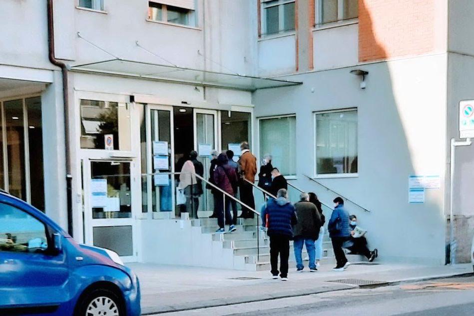 In Sardegna laboratori senza convenzioni, i cittadini si pagano le analisi (anche se esenti)