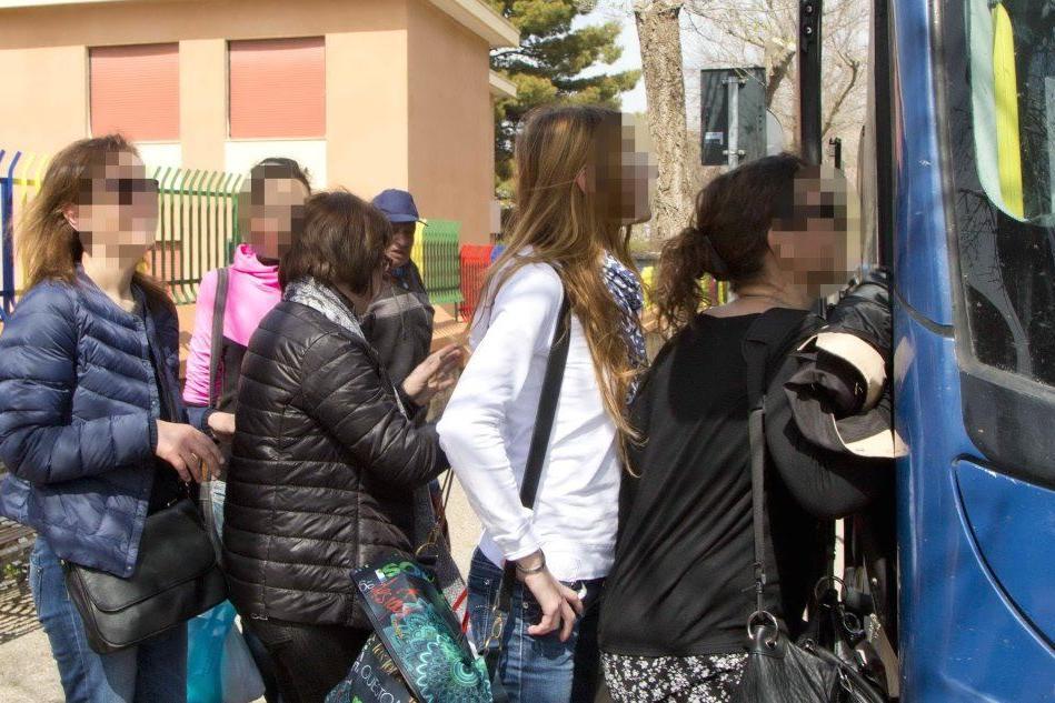 Distanziati per forza: i pendolari rischiano di restare appiedati