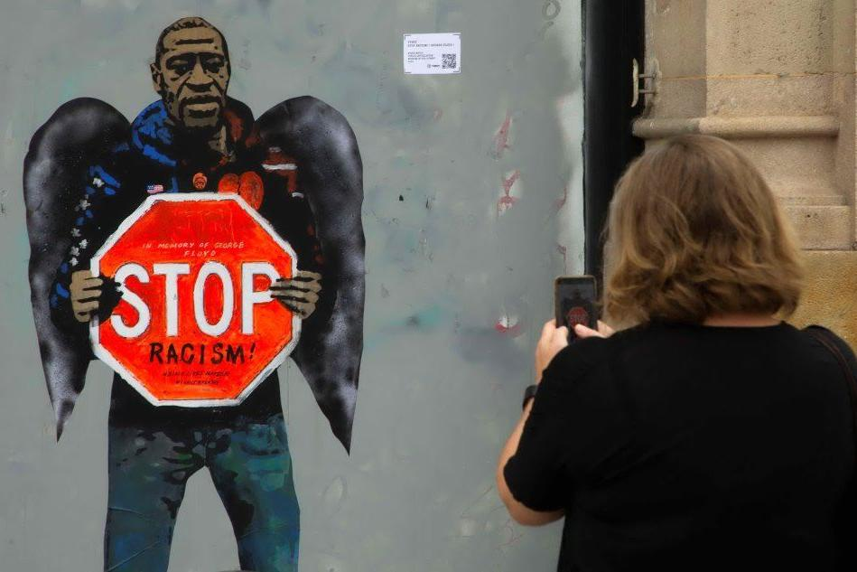 """Stop Racism"", intitolata a George Floyd l'ultima opera di TvBoy"