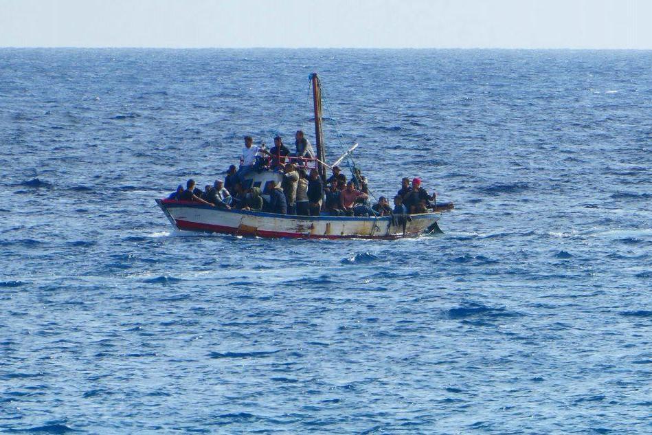 Nuovi sbarchi a Lampedusa, arrivati in poche ore oltre 200 migranti VIDEO