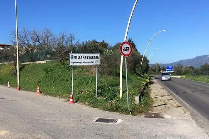 Villamassargia, nuova cartellonistica stradale e nuovi infissi nelle scuole