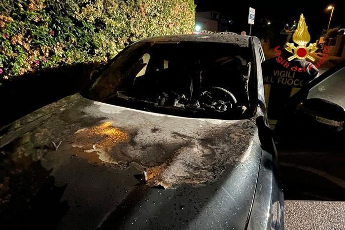 Attentato incendiario a Tortolì, tre auto date alle fiamme