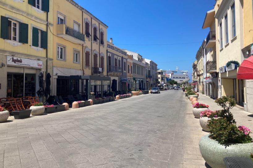 Bocciata l'isola pedonale a Porto Torres: revocata l'ordinanza, tornano le auto con un mese d'anticipo