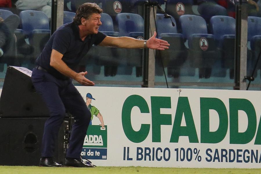 Cagliari, faccia a faccia tra tecnico e giocatori. Rog operato a Roma, fuori per almeno sei mesi