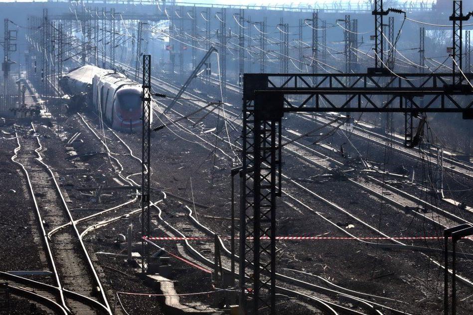 Treno deragliato nel Lodigiano: indagati cinque operai