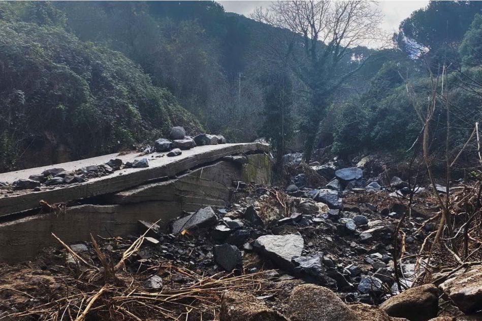 L'alveo del fiume e il canale tombato distrutto (L'Unione Sarda)