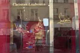 La famiglia Agnelli punta sul lusso e compra il 24% di Louboutin