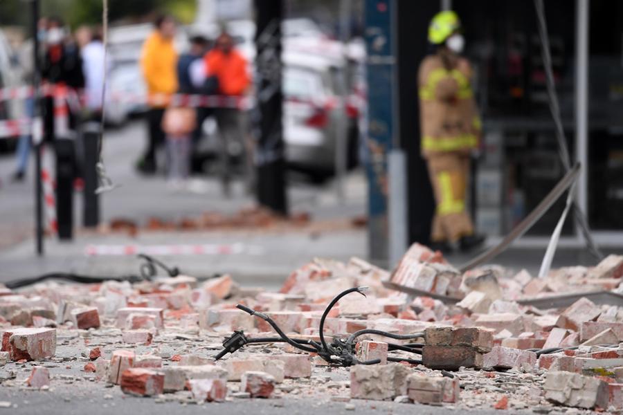Terremoto di magnitudo 5.8 a Melbourne, la gente scende perstrada