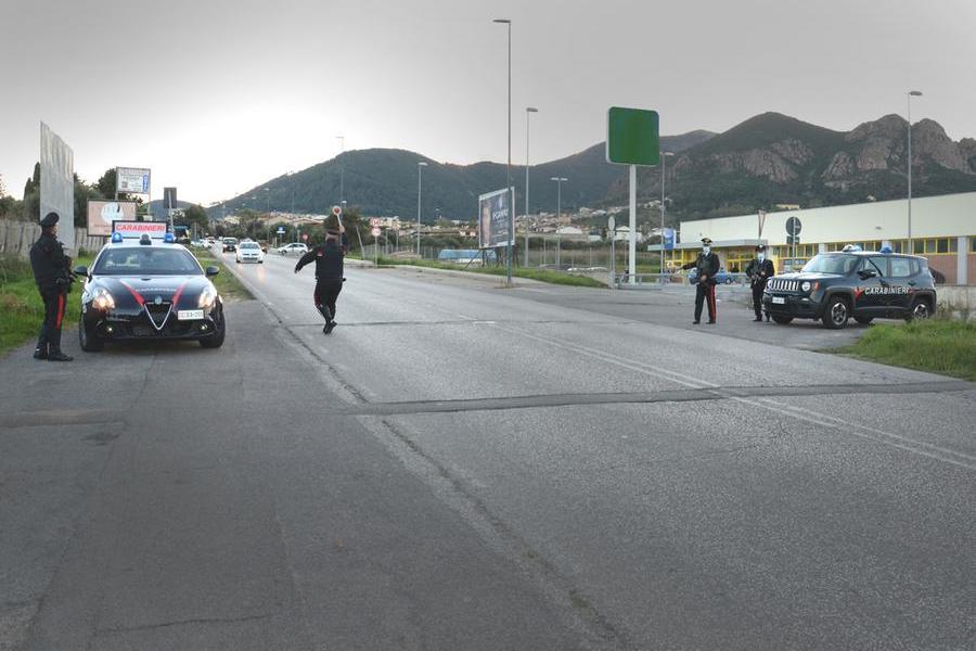 San Gavino Monreale, guida la Porsche ubriaco e senza patente:denunciato