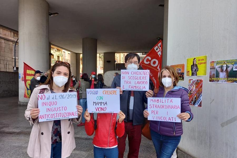 Scuola:anche a Cagliari manifestazione contro test Invalsi, vincoli alla mobilità e precariato