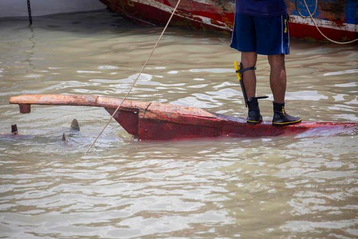 Barcone urta due imbarcazioni e affonda: strage di passeggeri - L'Unione Sarda.it