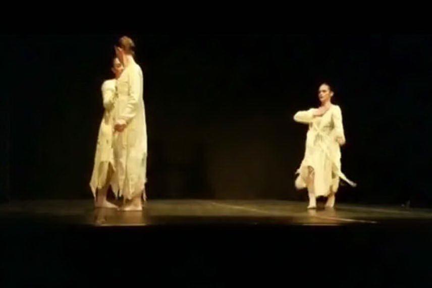 """La compagnia di danza """"Estemporada"""" a Pristina"""