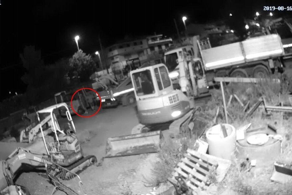 Villacidro, colpo da 100mila euro: i ladri in azione