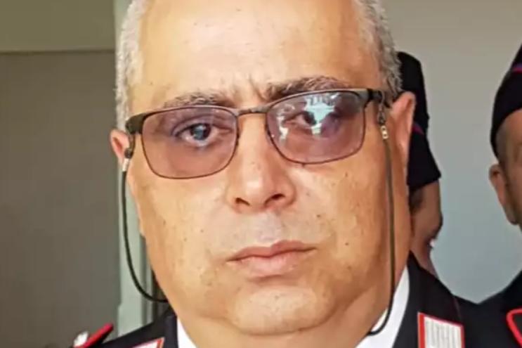 Chiede ai bagnanti di non sporcare la spiaggia e viene aggredito: carabiniere muore d'infarto