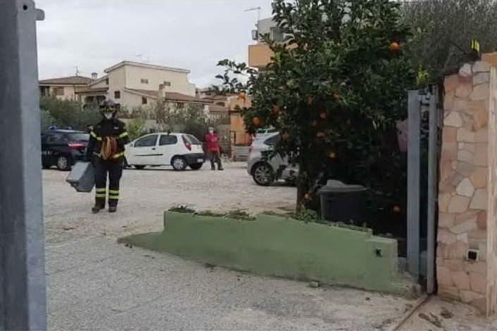 Crolla un balcone a Pirri, travolti operai: muore 52enne, grave il nipote