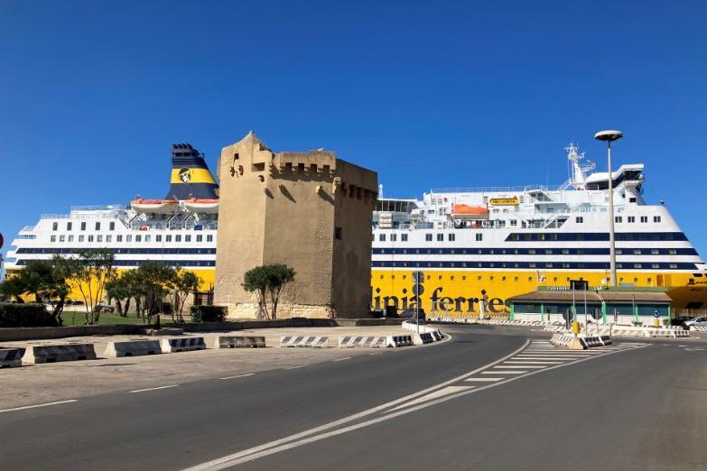 """Porto Torres, i portuali al lavoro: """"Nessuna protesta, abbiamo tutti il Green Pass"""""""