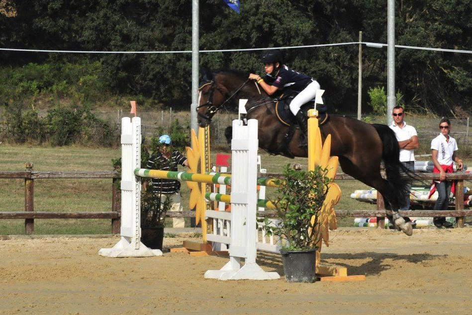 Equitazione, da venerdì a domenica i campionati sardi di salto ostacoli