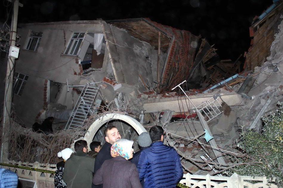 Terremoto di magnitudo 6.8 in Turchia: almeno quattro vittime
