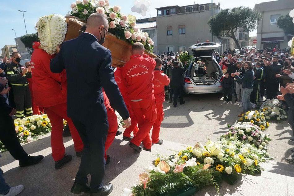 A Monserrato l'addio a Nicola, morto a 21 anni in un incidente