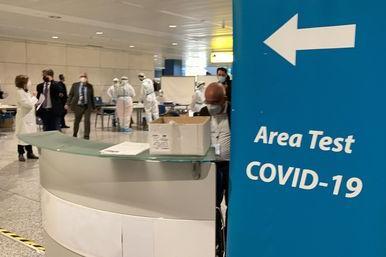 Altri 3.325 controlli in porti e aeroporti sardi: solo una multa, per mancata registrazione all'app