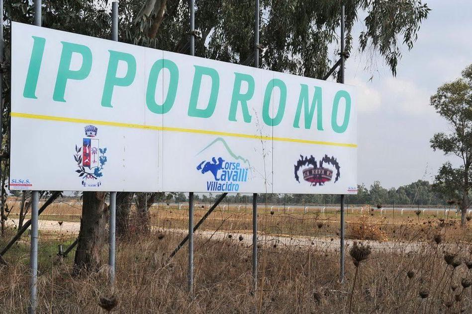 """Ippodromo di Villacidro: vietato fare domande. Il mistero di una ragazza """"mandata dal Comune"""""""