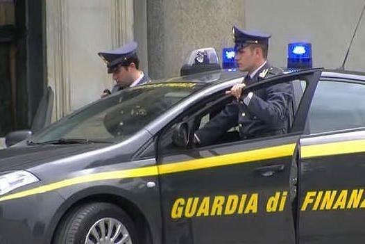 Mascherine illegali fornite alla Regione: un arresto e maxi sequestro