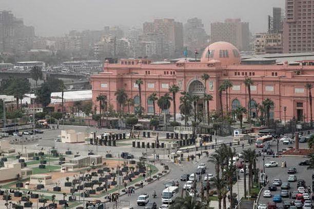 Ventidue faraoni sfilano per le vie del centro: al Cairo l'insolita parata