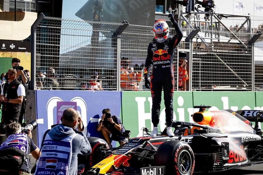 Gran Premio d'Olanda, Verstappen in pole davanti a Hamilton: in terza fila le Ferrari