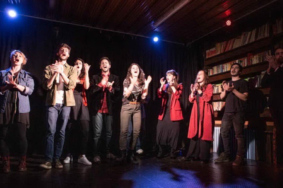 """Improvvisazioni, sketch e canzoni: sul palco a Torino lo spettacolo """"Pillole di Crack24"""""""