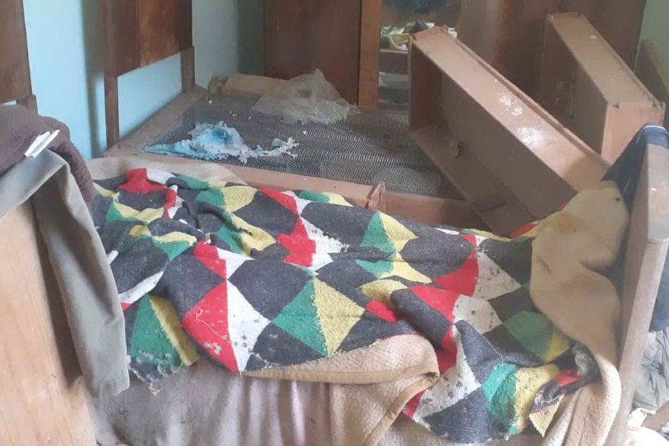 Vive in una baracca e finisce all'ospedale: le figlie lo cercavano da un mese