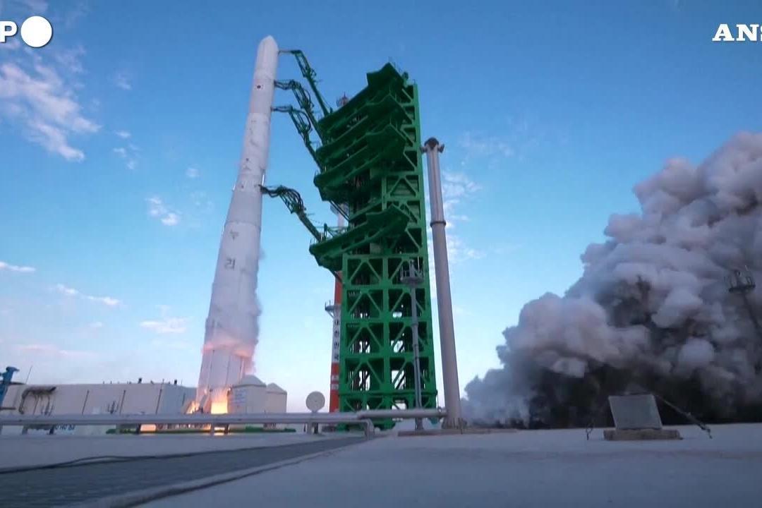 """La Corea del Sud lancia il suo primo razzo spaziale, si chiama """"Nuri"""""""
