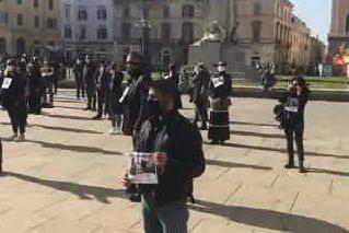 """Lavoratori del wedding in piazza a Sassari: """"Siamo stati dimenticati"""""""
