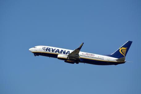 Parte da Palermo con Ryanair per raggiungere Bologna, ma si ritrova in Polonia