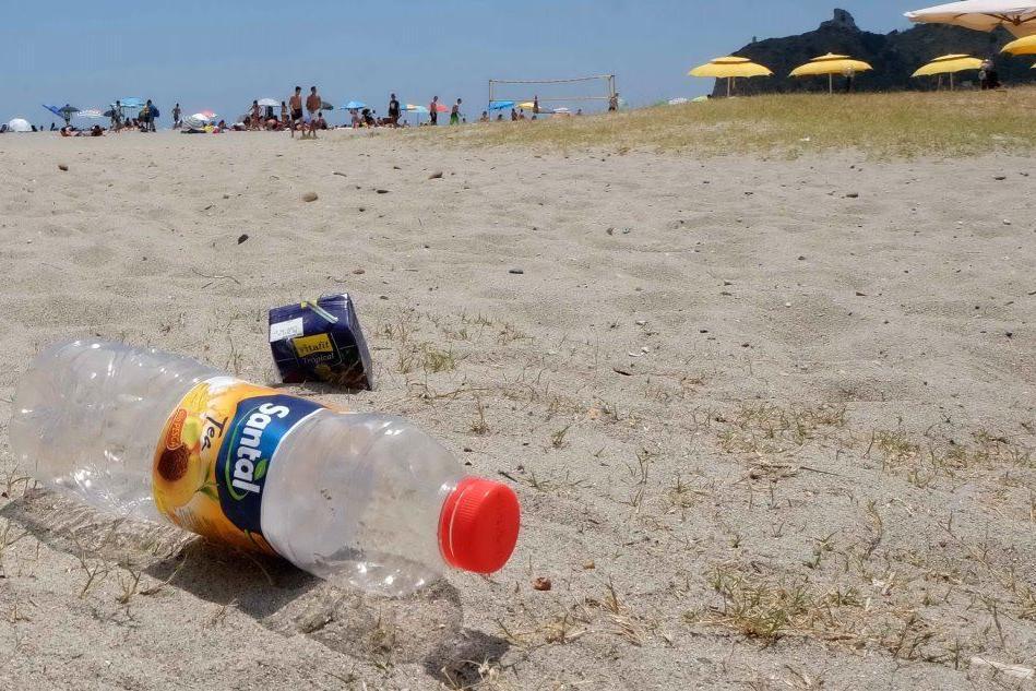 Cagliari, una delibera per liberarsi dalla plastica