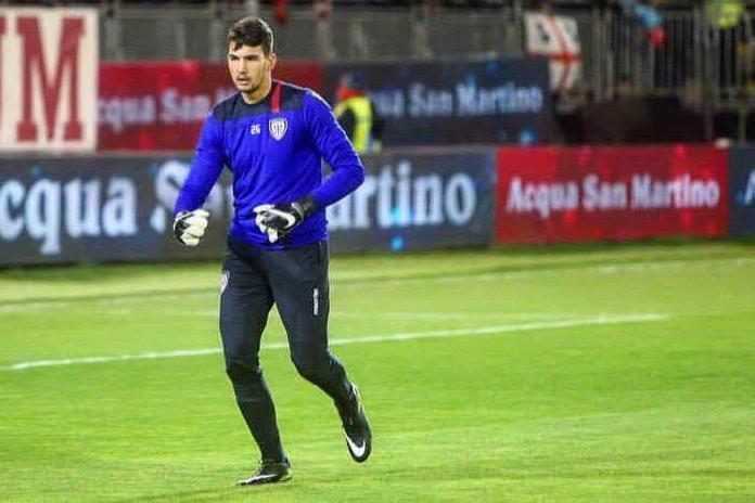 Cagliari, il portiere Crosta firma il primo contratto da professionista
