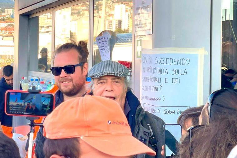 """Trieste, al porto prosegue la protesta. Arriva anche Montesano: """"Il Green Pass è inutile"""""""