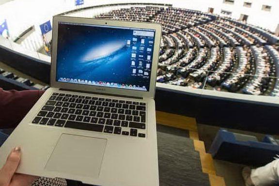 Via libera alla riforma del copyright, ora Google e Facebook pagheranno per i contenuti