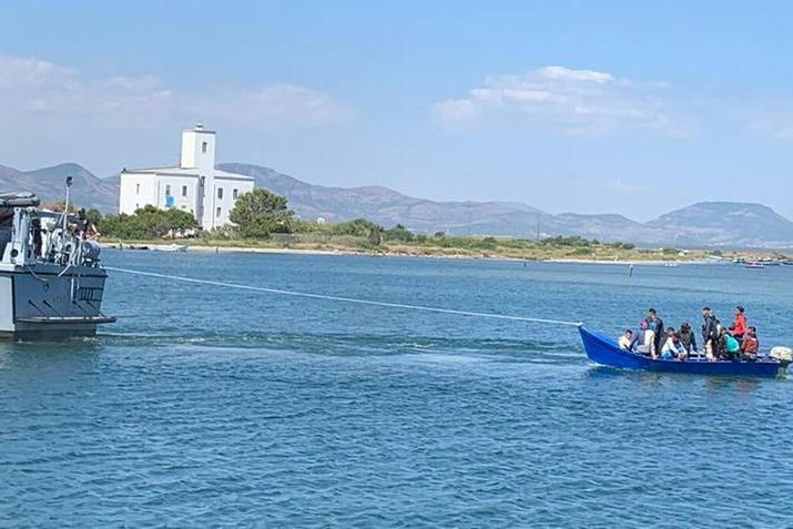 Nuovo sbarco di migranti, in 7 nella notte arrivano a Sant'Antioco