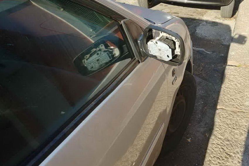Porto Torres, vandali fanno strage di specchietti
