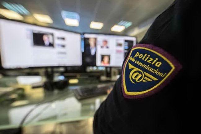 Adescava le minorenni online con la complicità della fidanzata: arrestati