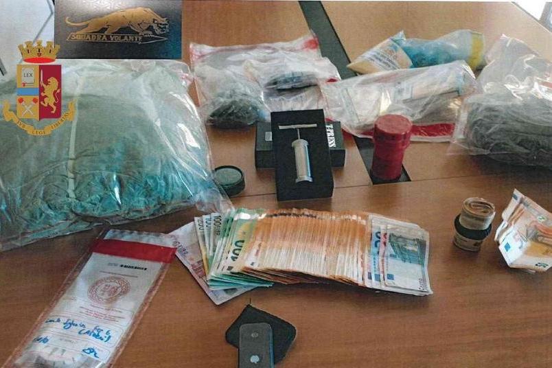 Iglesias: fermati per un controllo, la polizia trova oltre un chilo di marijuana