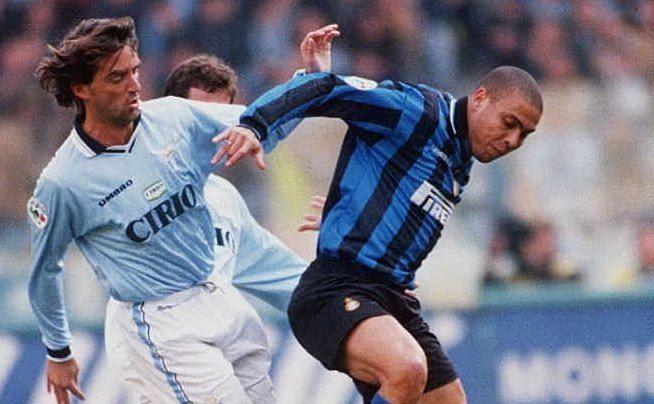 Roberto Mancini contro Ronaldo