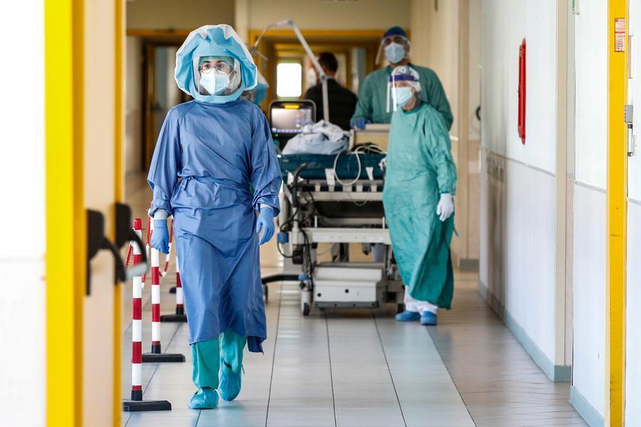 Covid, in Italia 3.725 nuovi casi e 24 vittime