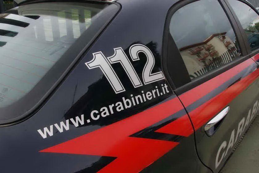 Soffoca la moglie malata da tempo, poi telefona ai carabinieri