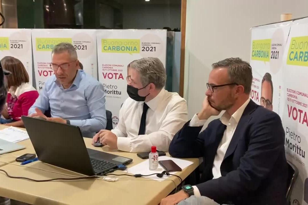 Carbonia, i festeggiamenti per l'elezione di Pietro Morittu