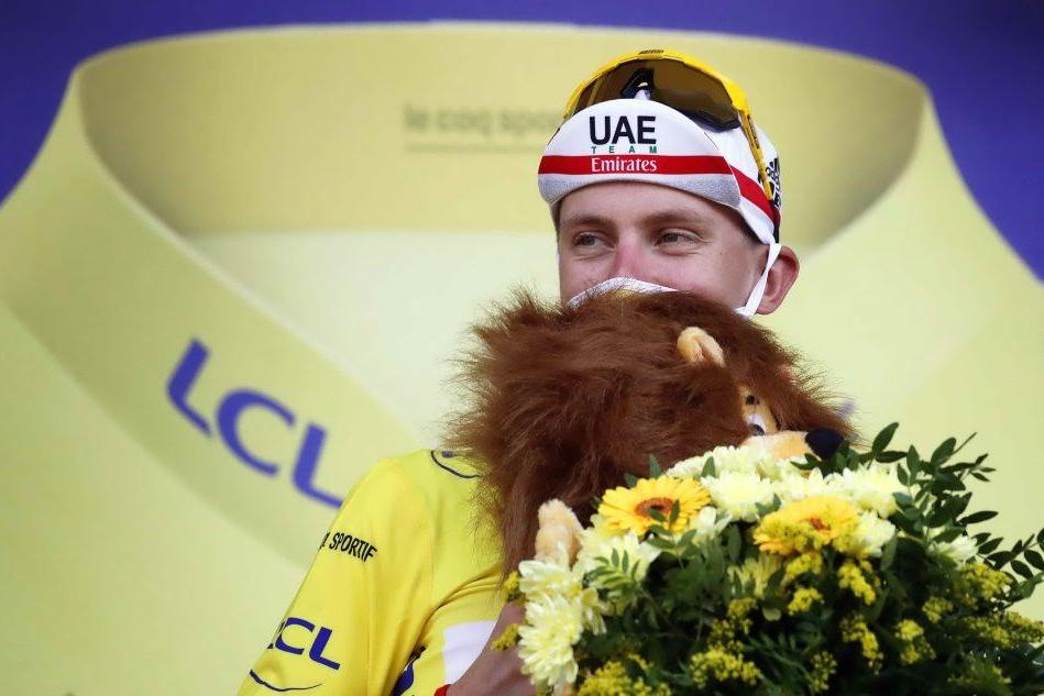 Pogacar ribalta il Tour, in maglia gialla verso Parigi