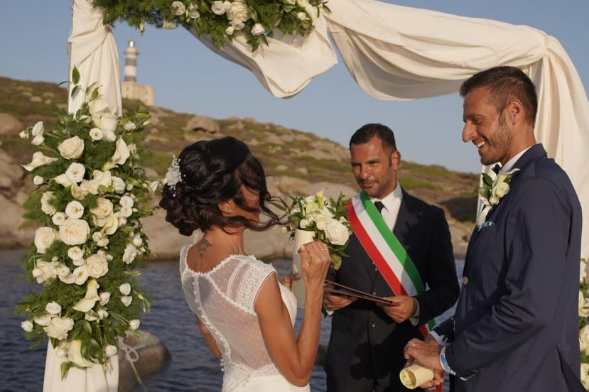 Le prime nozze alFaro dei Cavoli di Villasimius: grande emozione per Evelina e Roberto