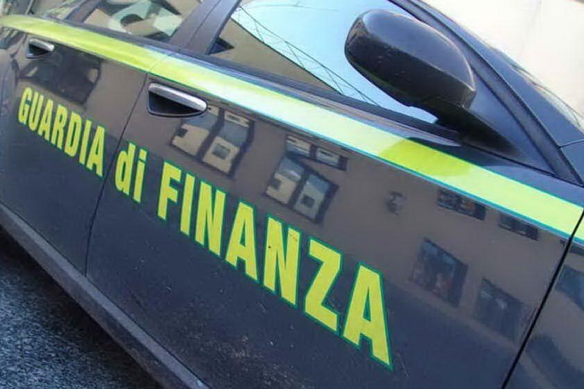 Giro di usura milionario a Palermo, arrestati padre e figlio